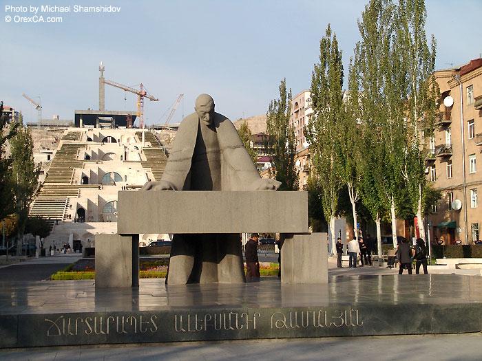 Памятник Таманяну