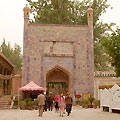 Apak Hoja tomb entrance — Вход в гробницу