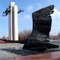 """Shadoof monument — Монумент """"Журавли"""""""