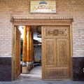 Entrance to the hotel — Вход в гостиницу