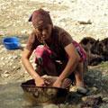 Employment of local women in Peshagar — Занятие местных женщин в Пешагаре