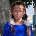 Turkmen girl — blonde hair and eyes - unusual, but coming across evidence of the Turkmen. Девочка-туркменка: светлые волосы и глаза - нетипичные, но попадающиеся признаки среди туркмен.