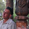 Служитель мавзолея Мир Саида Али Хамадони
