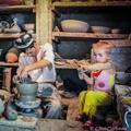 Ceramist with children — Гончар с детьми