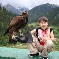 Фото   с ручным орлом-беркутом