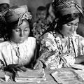 Girls are studying —       Девочки обучаются. Макс Пенсон Girls are studying. M. Penson